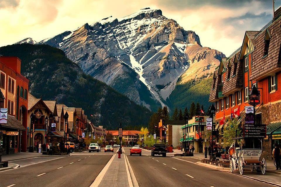 горы и город